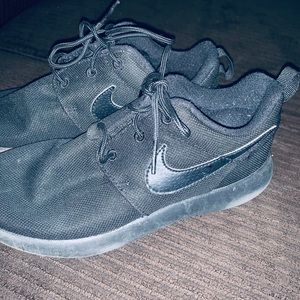 Nike size 2youth black running shoes